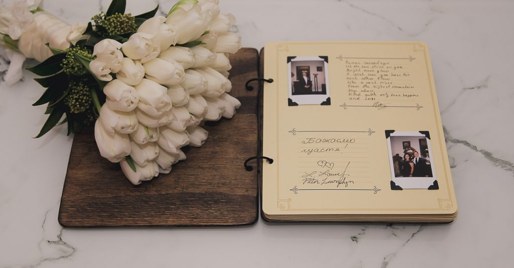 Polaroid Wedding Guest Book.Create Your Own Polaroid Wedding Guest Book To Capture Your Friends